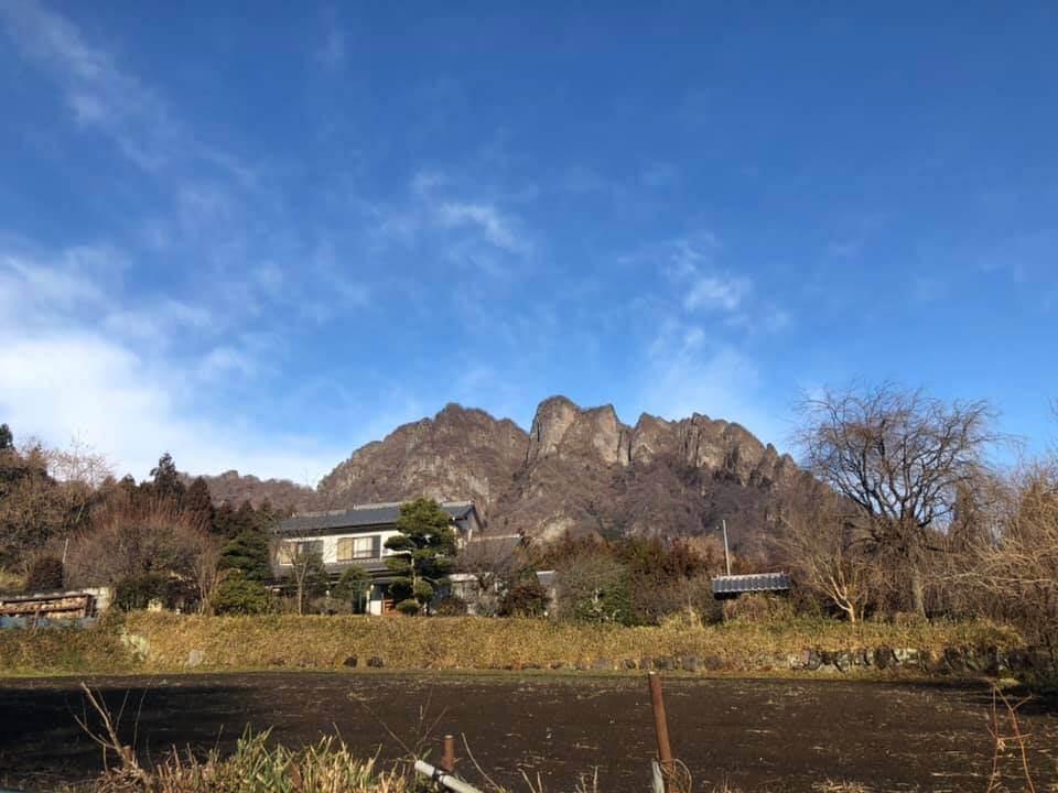 ちょうど1年前 ではない、最近のいとのにわと妙義山の風景。